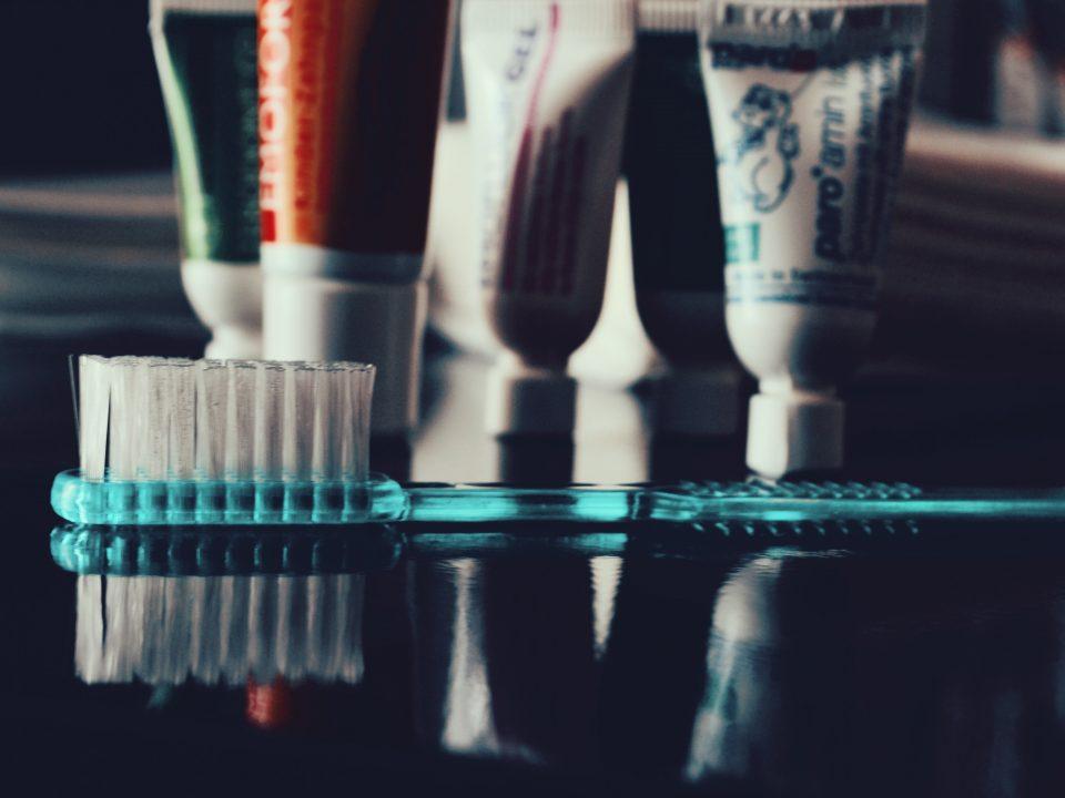 Чистка зубов под микроскопом Кв
